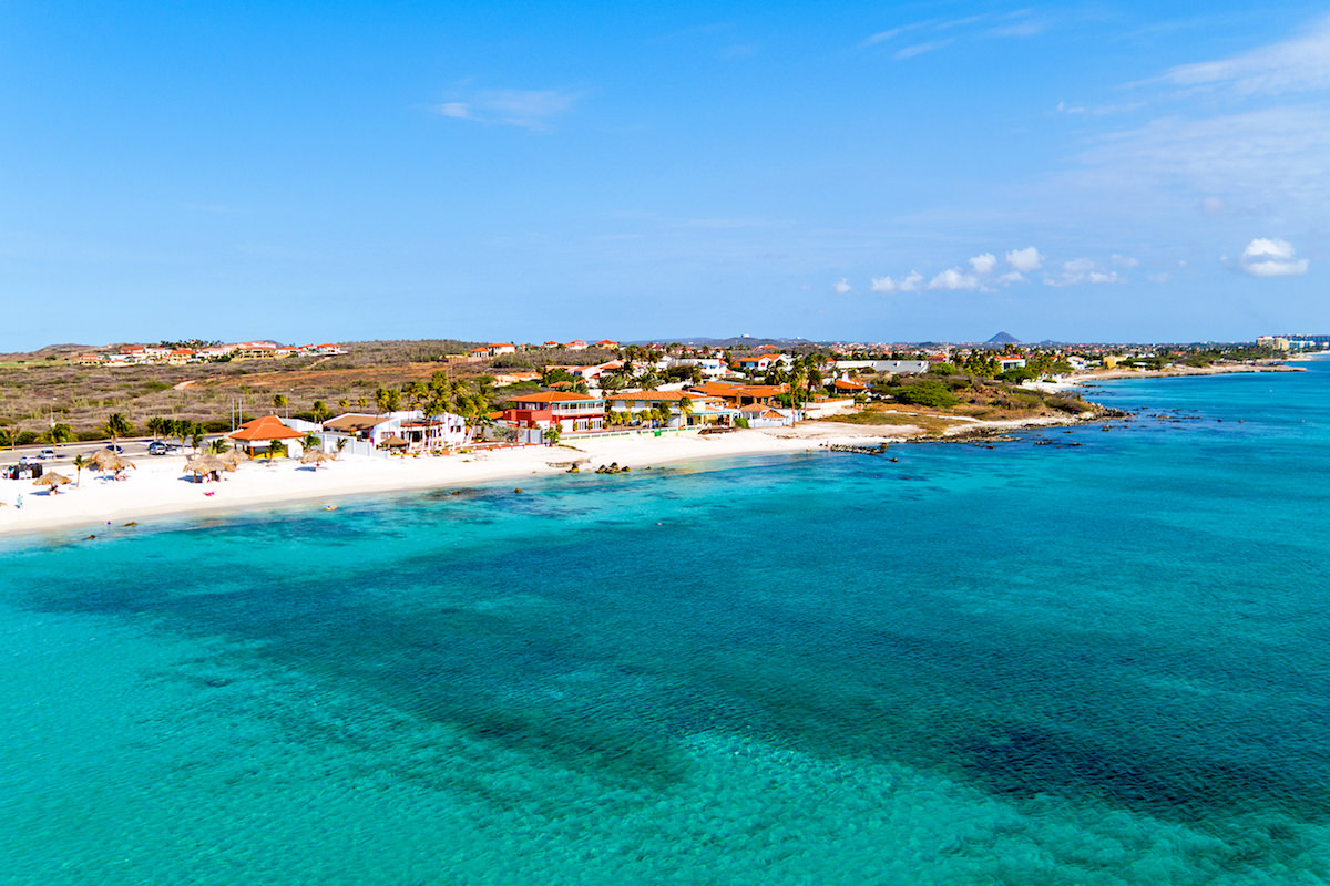 a picture of boca catalina beach in aruba