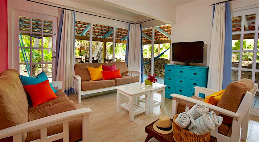 Boardwalk small hotel beaches of aruba for Small hotel room