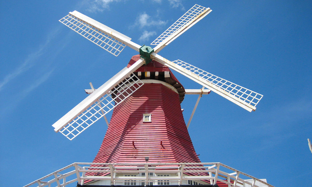 a picture of the old dutch windmill in aruba